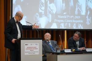 Photo: Thomas Schirrmacher addressing the signatories of Charta 77, Dr. Daniel Kroupa and Dr. Alexandr Vondra © BQ/Martin Warnecke