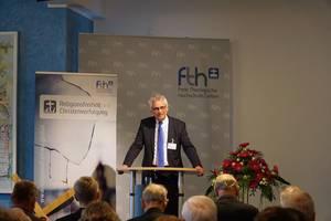 Photo: Stephan Holthaus bei seinem Vortrag © Martin Warnecke/IIRF