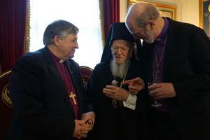 Bishop Thomas Schirrmacher, WEA Associate Secretary General for Theological Concerns, introduces Bishop Nik Nedelchev to the Ecumenical Patriarch Bartholomew I © BQ/Warnecke