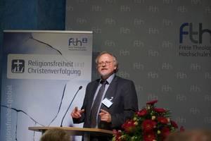 Photo: Heiner Bielefeldt bei seinem Vortrag © Martin Warnecke/IIRF