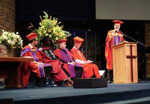 Photo: Thomas Schirrmacher during his commencement speech in South Africa © Esther Schirrmacher
